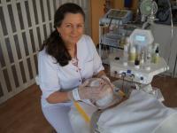 Dermalift - Pani Marianna Czarna w trakcie wykonywania zabiegu